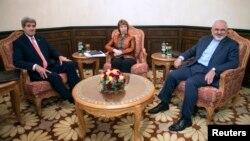 Госсекретарь Джон Керри, глава внешнеполитического ведомства ЕС Кэтрин Эштон и министр иностранных дел Ирана Джавад Зариф. Маскат. 10 ноября 2014 г.