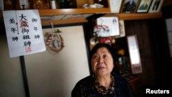 Bà Kimiko Koyama, dân trong vùng Tamura, Fukushima, trở về nhà sau khi di tản khỏi nơi này từ sau trận sóng thần năm 2011.