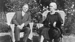 هربرت هوور در کنار همسرش، لو هنری هوور، در سال ۱۹۲۹