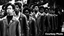 Кадр из фильма «Черные пантеры: авангард революции».