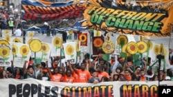 十万名抗议者星期日走上纽约街头,参加人民气候游行