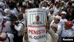 Unjuk rasa warga Muslim di Jakarta menuntut agar Ahok dipenjarakan (foto: dok).