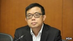 香港议员关注中国监视驻港华尔街日报记者的报道