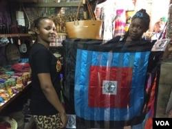 Chadema supporters show their party flag in a curio shop in Dar es Salaam, Oct. 24, 2015. (Jill Craig/VOA)