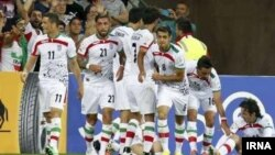 تیم ملی ایران با تصویر محو یوزپلنگ ایرانی در جام جهانی ۲۰۱۴ و رقابت های آسیایی حاضر شده بود.
