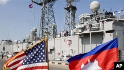 The commander of the US Seventh Fleet met with senior Cambodian military officials Wednesday in talks aimed at improving cooperation between the navies of the two countries.