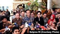 Presiden Jokowi berkunjung ke Bursa Efek Indonesia (BEI) untuk melihat langsung kinerja bursa setelah libur panjang itu, Selasa (4/7). (Foto: Setpres RI)