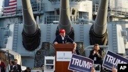 Donald Trump habló a bordo del buque de guerra USS Iowa, en Los Ángeles, el martes, 15 de septiembre de 2015.