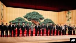 APEC leaders take part in a group photo at the APEC summit in Yokohama, Japan, 13 Nov 2010