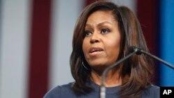 Michelle Obama akizungumza kwenye mkutano wa kampeni ya Hillary Clinton