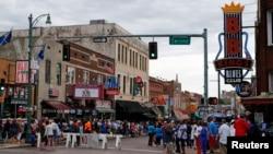 미국 사람들에게 블루스의 고향(Home of the Blues)이라 불리는 멤피스 시내 남쪽의 빌 스트리트(Beale Street).