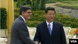 美国财政部长雅各布•卢2013年3月19日在北京与中国国家主席习近平会晤(VOA视频截图)