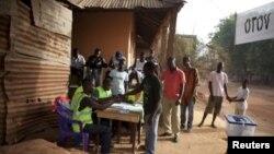 Des jeunes dans un quartier de Guinée-Bissau