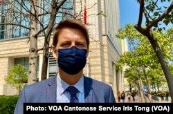 瑞典驻香港副总领事雷博恩3月2日到法庭旁听,关注国安法在香港实施的情况,他又形容47名民主派人士首日聆讯很漫长 (美国之音/汤惠芸)