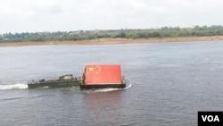 2015年夏季中国军队到俄罗斯参加军事比赛,工兵架桥比赛活动开始前,奥卡河上举行的开幕式。