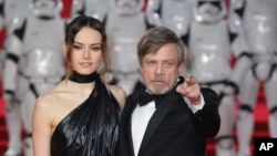 From left, Actors Daisy Ridley (who plays Rey) and Mark Hamill (Luke Skywalker) pose for photographers upon arrival at the premiere of the film 'Star Wars: The Last Jedi' in London, Dec. 12th, 2017.