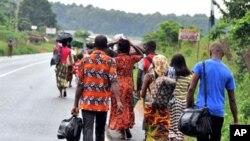 Familles ivoiriennes quittant Abobo