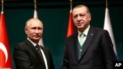 دیدار رجب طیب اردوغان رئیس جمهوری ترکیه (راست) و ولادیمیر پوتین رئیس جمهوری روسیه در آنکارا - ۲۰ آذر ۱۳۹۶