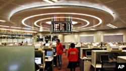 香港股市交易大厅里