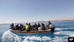 Des migrants secouru dans la mer Méditerranée, le 8 juillet 2017.