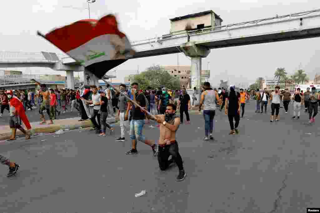 بغداد سے شروع ہونے والے حکومت مخالف مظاہرے ملک کے مختلف شہروں تک پھیل گئے ہیں۔ ان شہروں میں ناصریہ، نجف اور بصرہ شامل ہیں۔