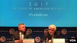 美国商会会长托马斯·多诺霍与首席政策官尼尔·布拉德利