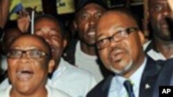 Le parti d'André Mba Obame (à dr.) a été réhabilité (AP)