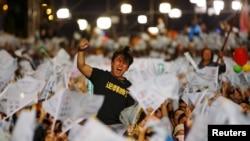 ڈی پی پی کے حامی فتح پر جشن منا رہے ہیں