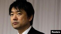 Wakil pemimpin Partai Restorasi Jepang dan Walikota Osaka Toru Hashimoto menghadiri sebuah konferensi pers di Tokyo. (Foto: Dok)