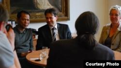 Blogger Người Buôn Gió và thị trưởng thành phố Weimar trong Tòa Thị chính