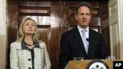 Sakataren Baitul Malin Amurka Timothy Geithener, da ta harkokin waje Hillary Clinton.