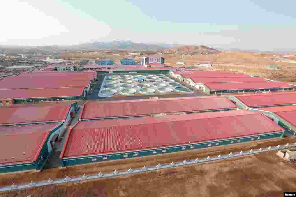 북한 김정은 국무위원장이 최근 현대화 공사를 거친 삼천메기공장을 시찰했다고, 관영 조선중앙통신이 21일 보도했다. 공장 전경.