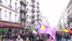 تظاهرات کردها در دفاع از سه زن فعال در فرانسه