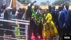 UMnu. Emmerson Mnangagwa lonkosikazi wakhe.