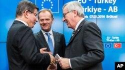 Delegasi Turki dalam pertemuan dengan para pejabat Uni Eropa pada KTT di Brussels, Belgia Maret lalu (foto: dok). Uni Eropa telah meminta Turki agar mempersempit definisi undang-undang anti-teror-nya.