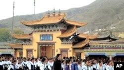 藏族中学生星期二上街游行