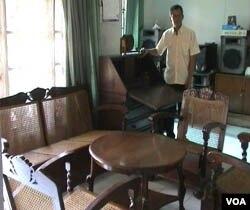 Satu set mebel yang dulu pernah dipakai Bung Karno ketika tinggal di Bandung.