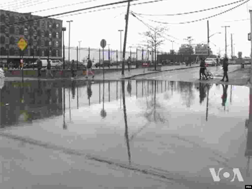 New York menghadapi usaha pemulihan yang sulit setelah terpaan Badai Sandy.