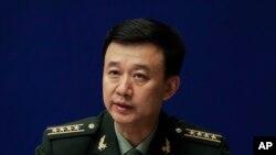 លោក Wu Qian អ្នកនាំពាក្យក្រសួងការពារជាតិចិនថ្លែងក្នុងសន្និសីទកាសែតមួយនៅការិយាល័យState Council Information Office ក្នុងក្រុងប៉េកាំង កាលពីថ្ងៃទី២៤ ខែកក្កដា ឆ្នាំ២០១៧។