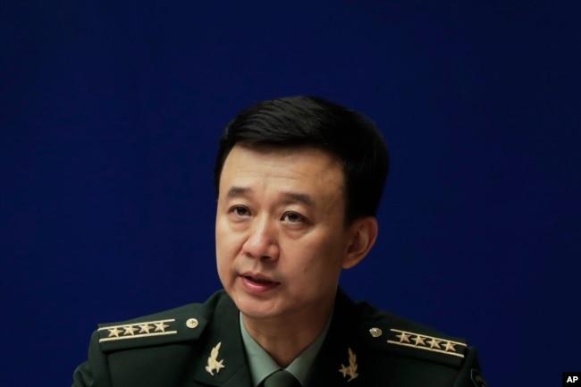 中國國防部發言人吳謙大校在記者會上(2017年7月24日)
