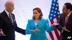 De izquierda a derecha: vicepresidente de EE.UU., Joe Biden, canciller mexicana Claudia Ruíz Massieu durante la apertura de la Tercera Reunión del Diálogo Económico de Alto Nivel EE.UU. - México en la capital mexicana. Feb. 25 de 2016.