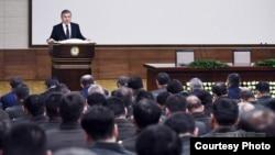 Prezident Mirziyoyev xavfsizlik xizmatchilari oldida