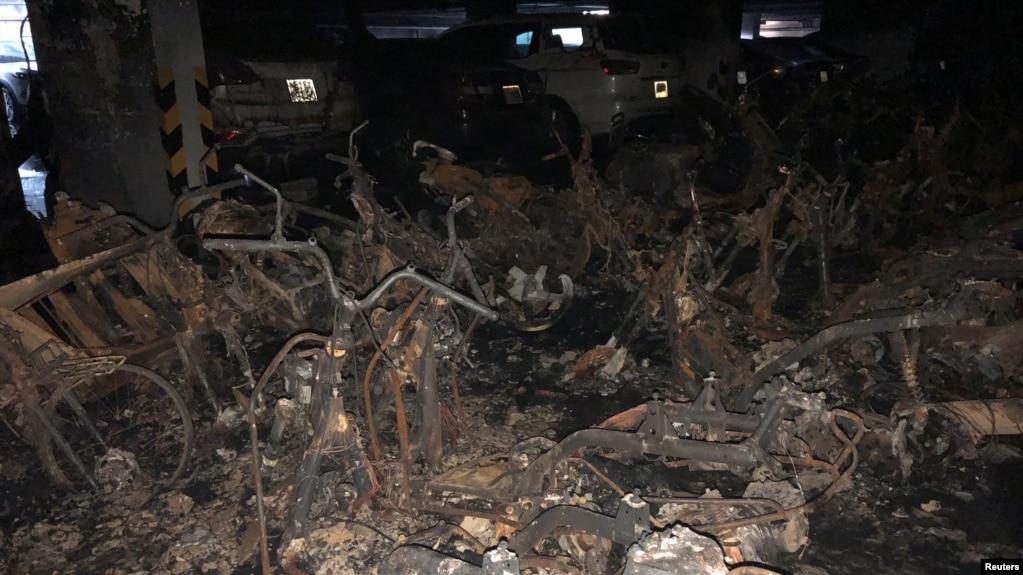Xe gắn máy bị cháy trong tầng hầm chung cư Carina, Tp. HCM ngày 23/3/2018.