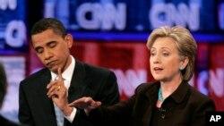 Aliyekuwa rais wa Marekani Barack Obama (Kushoto) na aliyekuwa waziri wa mambo ya nje, Hillary Clinton.
