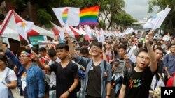台湾2017年就同婚释宪案作出裁决,大法官宣布《民法》禁止同性结婚条款违宪。这为台湾成为亚洲首个同性婚姻合法化的国家,铺平了道路