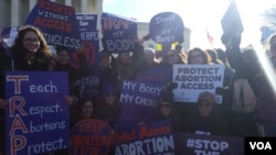 Демонстранты перед зданием Верховного суда в Вашингтоне. 2 марта 2016 г.