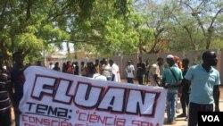Estudantes protestam em Luanda