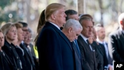 Presiden Donald Trump dan Wakil Presiden Mike Pence termasuk di antara 2.000 orang yang menghadiri upacara pemakaman pendeta Billy Graham di Charlotte, N.C., Jumat (2/3).