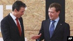 Glavni tajnik NATO-a Anders Fogh Rasmussen i ruski predsjednik Dmitrij Medvjedev