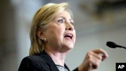 La candidata demócrata habló en Warren, Michigan, sobre economía.